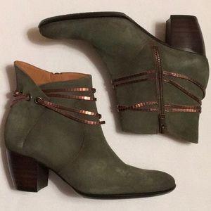 Sundance Moss Green Suede Ankle Boots sz 7-1/2